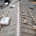 無理を言って来てもらい、屋根瓦の補修をしました。